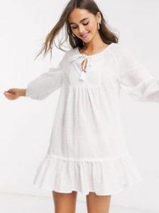 άσπρο φόρεμα για τη παραλία