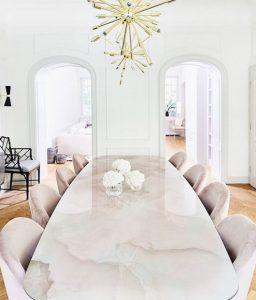 εντυπωσιακό τραπέζι στη τραπεζαρία
