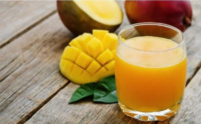 Χυμός με πολτοποιημένο μάνγκο και μπαχαρικά