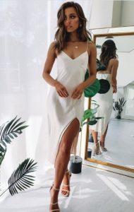 φόρεμα άσπρο lingerie μπεζ πέδιλα