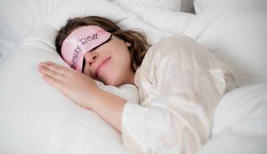 γυναίκα κοιμάται μάσκα