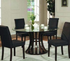 ιδιαίτερο τραπέζι στη τραπεζαρία
