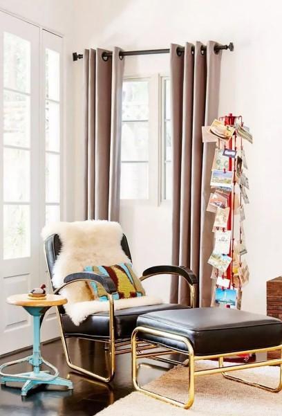 καφέ δερμάτινη πολυθρόνα υποπόδιο λάθη διακόσμηση σαλονιού