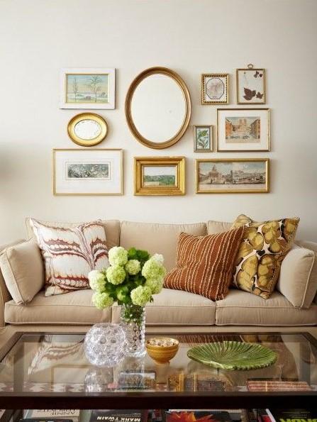 καναπές gallery wall καθρέπτης διακοσμήσεις καθρέπτες
