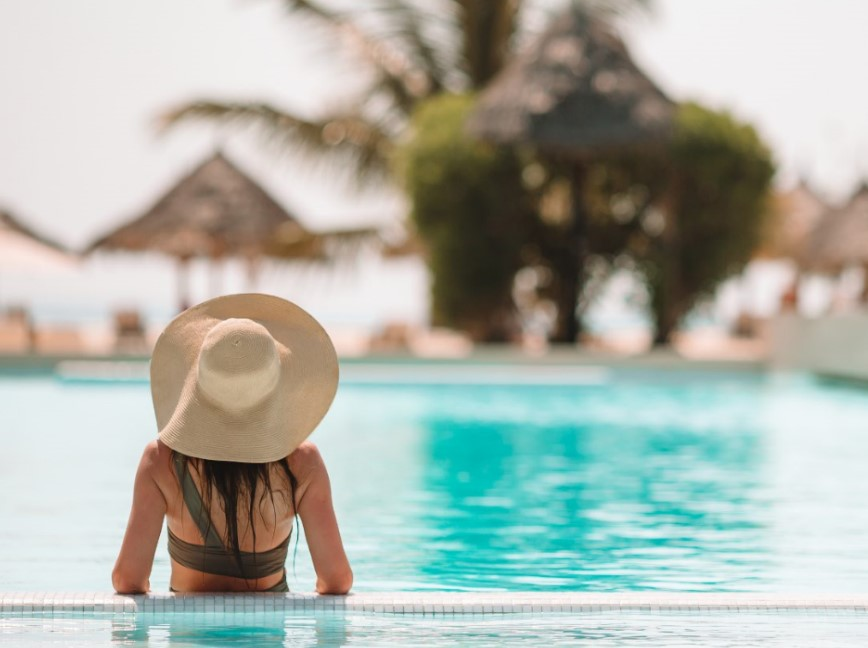 Φόρεσε καπέλο στην παραλία για να διατηρήσεις υγιή τα μαλλιά σου