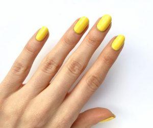 κίτρινα νύχια μεσαίο μήκος