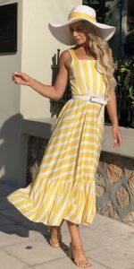 κίτρινο ριγέ φόρεμα διακοπές σε νησί
