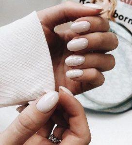 λευκά νύχια οβάλ