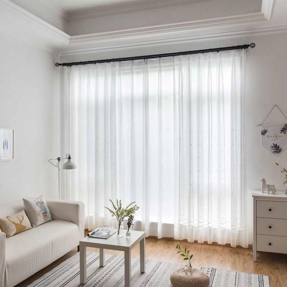 λεπτές άσπρες κουρτίνες σαλόνι