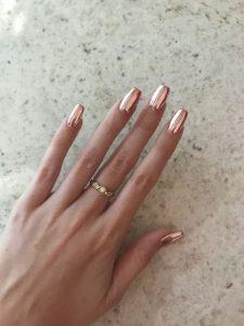 μεταλλικά ροζ χρυσά νύχια