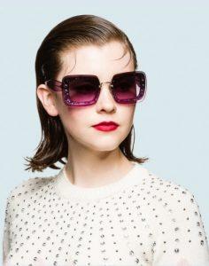 μοβ γυαλιά ηλίου με γκλίτερ