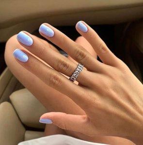 παστέλ γαλάζια νύχια