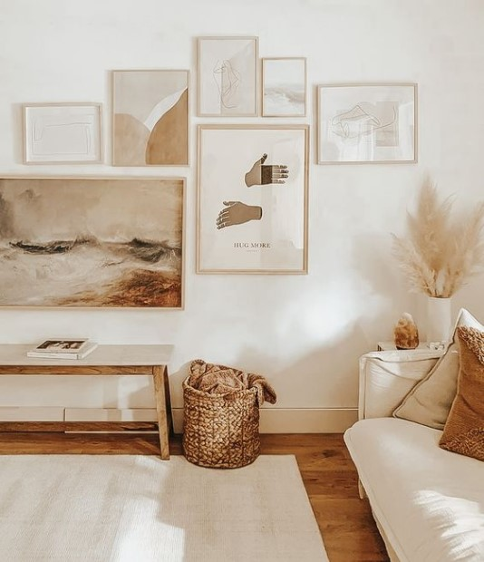 πίνακες στον τοίχο