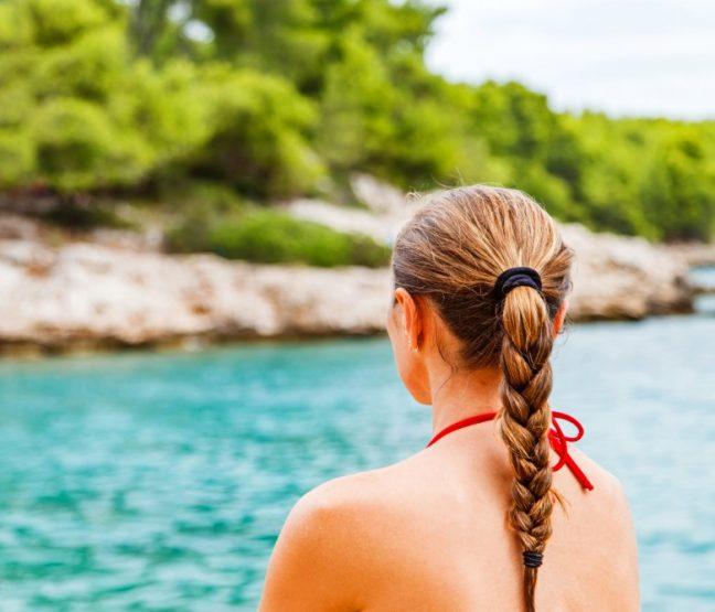 8  Tips προστασίας για τα μαλλια σου στην παραλία!
