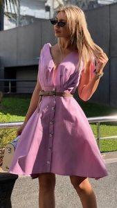 ροζ καλοκαιρινό φόρεμα με βαθύ ντεκολτέ