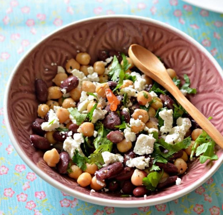 Σαλάτα με πρωτεΐνη με ρεβύθια και φέτα
