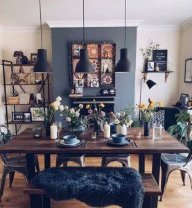 τραπεζαρία με ξύλινο τραπέζι