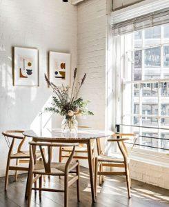 τραπεζαρία με στρογγυλό τραπέζι