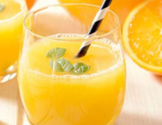 Χυμός πορτοκάλι με βασιλικό