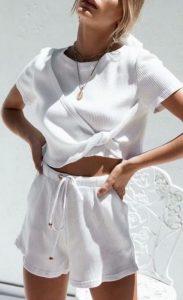 άσπρο καλοκαιρινό αθλητικό ντύσιμο