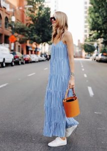 bucket bag πορτοκαλί ριγέ φόρεμα