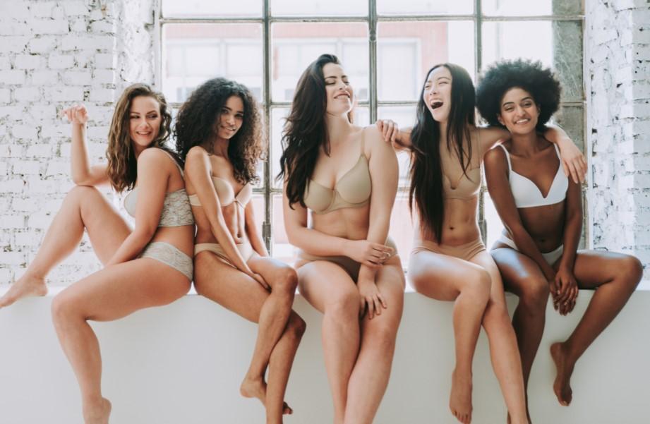 γυναίκες με διαφορετικές επιδερμίδες