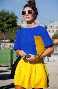 κίτρινη φούστα μπλε μπλούζα