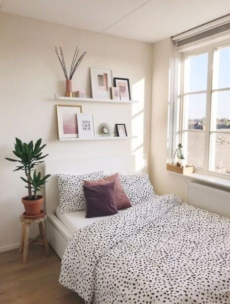 κρεβάτι ράφια φυτό διακόσμηση μικρή κρεβατοκάμαρα