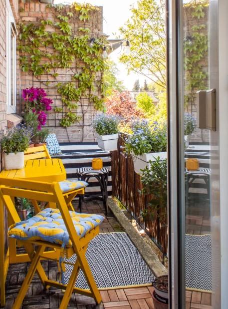 μπαλκόνι κίτρινα έπιπλα οικονομικοί τρόποι ανανεώσεις βεράντα