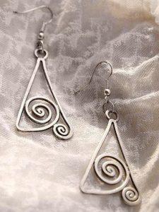τριγωνικά diy σκουλαρίκια από σύρμα