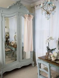 ντουλαπα με καθρεπτη ρετρο