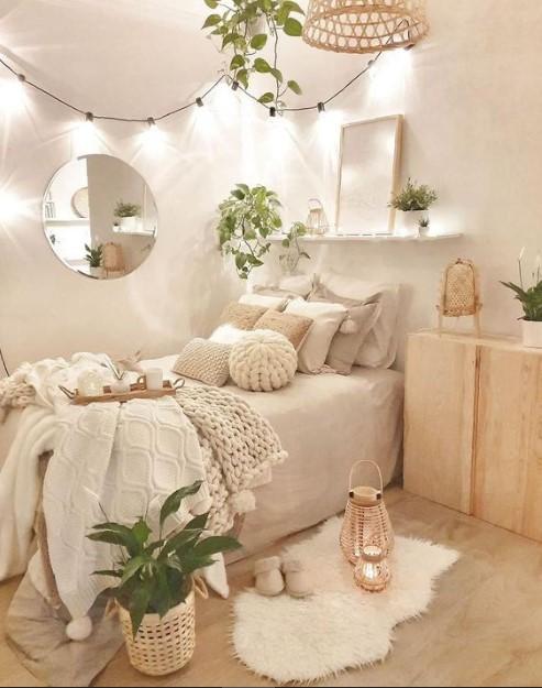 μπεζ υπνοδωμάτιο λαμπάκια στον τοίχο διακόσμηση μικρή κρεβατοκάμαρα
