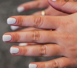 λευκα νυφικα νυχια
