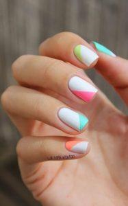 άσπρα νύχια με σχέδια