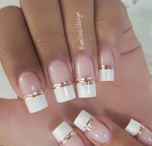 γαλλικα νυχια με χρυση γραμμη