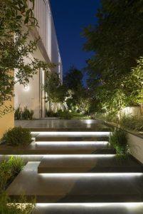 εξωτερική σκάλα αυλή φώτα κρυφό φωτισμό
