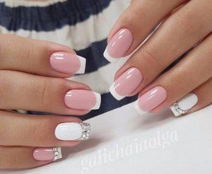 μπεζ ροζ με λευκα νυχια