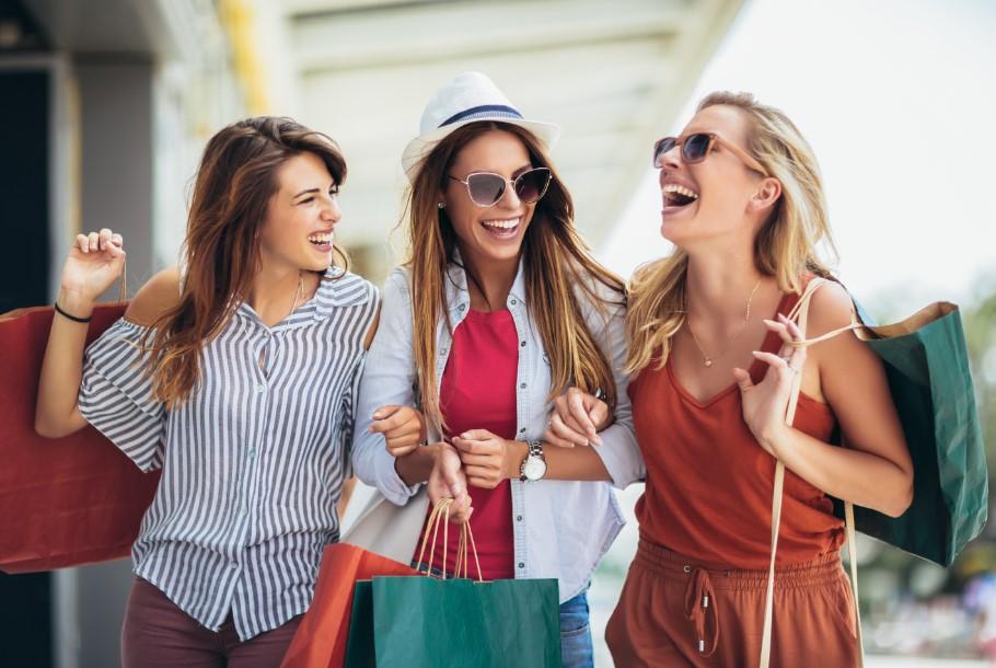 γυναίκες με ψώνια