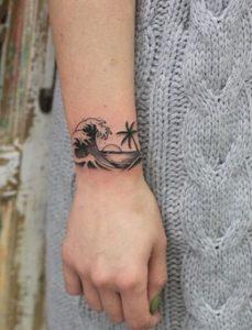 καλοκαιρινο τατουαζ στο χερι