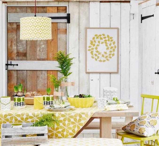 κίτρινη τραπεζαρία με μοτίβα