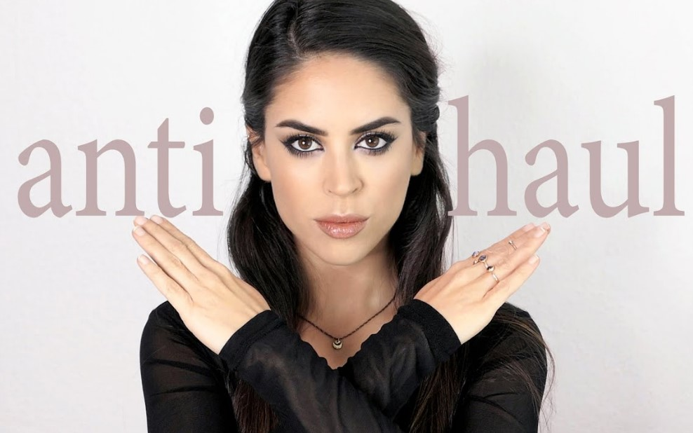Claire Demopoulou Anti-Haul-Video