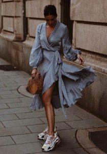 κρουαζέ φόρεμα sneakers καλοκαιρινά ρούχα αδύνατη