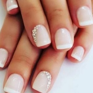 ροζ νυχια με λευκο γαλλικο