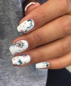 λευκά φλοράλ νύχια