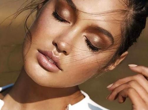 4 Tips για σωστό μακιγιάζ το καλοκαίρι χωρίς ιδρώτα!