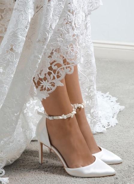 μίνιμαλ νυφικό παπούτσι