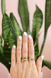 μοντέρνο γαλλικό στα νύχια