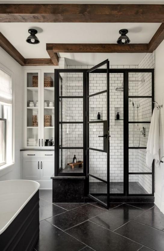 ασπρόμαυρο μπάνιο