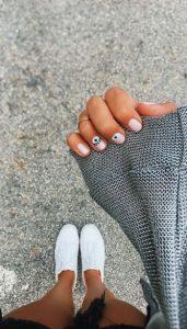 nude μανικιούρ ματάκια καλοκαιρινά σχέδια νύχια