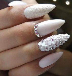 λευκα με λουλουδια νυφικα νυχια